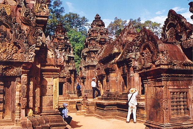 Banteay Srei temple - best luxury tours of cambodia