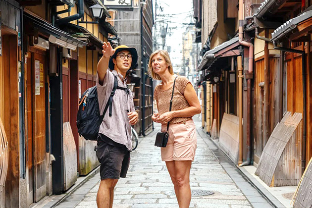 guide and client in Tokyo