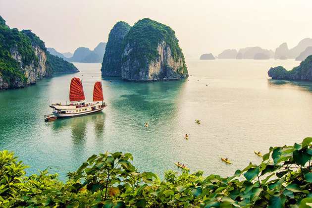 halong bay - asia travel guide