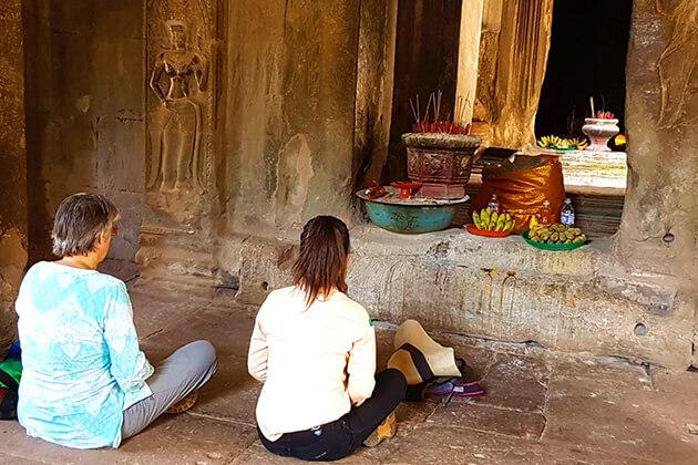 meditation session at Wat Athvear