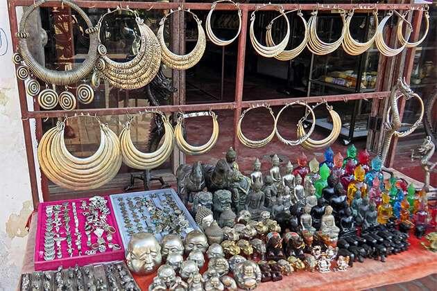 traveler of Luxury Asia trip visit Laos market jewelry